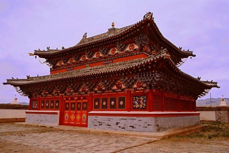 Chùa Laviran ở ngoài tường thành tu viện Erdene Zuu