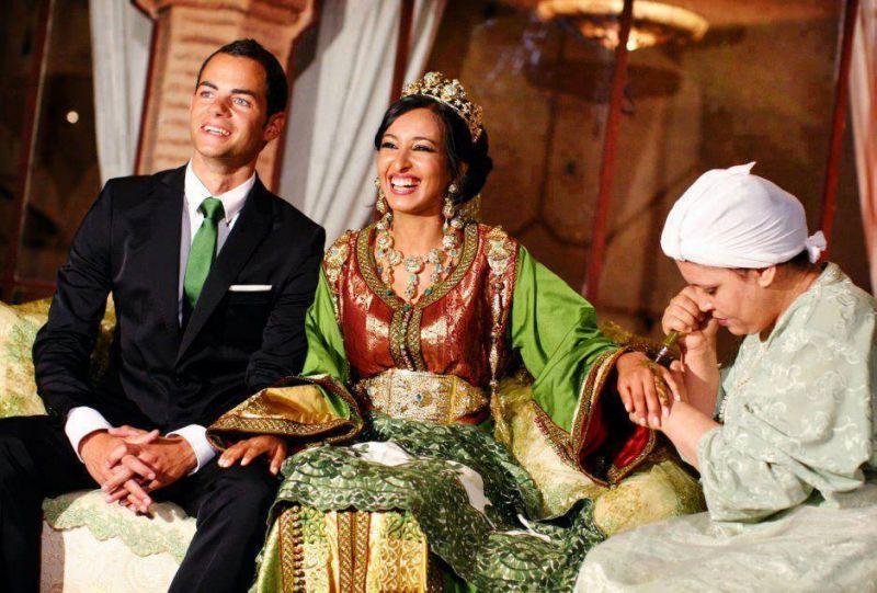 phụ nữ Maroc sẽ được vẽ Henna lên tay và chân trong ngày cưới